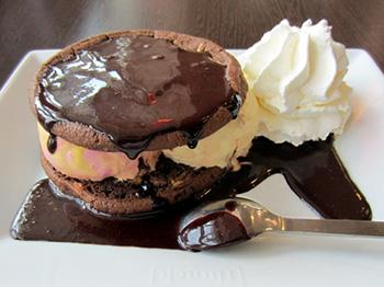 banana ice cream in cookie sandwich