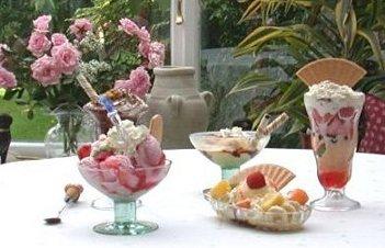 ice cream sundaes picture